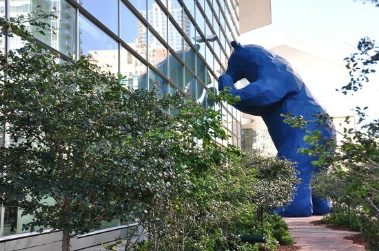Banjo Billy's Bus Tours: the big blue bear at the convention is the pick up point