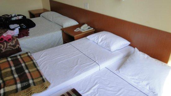 Nacional Inn Pocos de Caldas: Organizado porém lencois e cobertores velhos, falta ar condicionado, banheiro bem velho