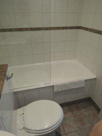 The California: bath room