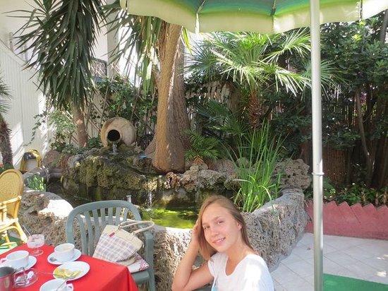 Hotel Bristol Terme: вход отеля, июль 2013