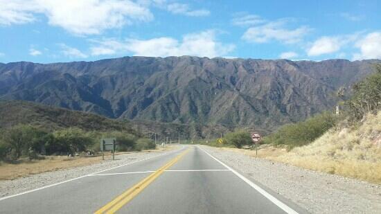 San Fernando del Valle de Catamarca, Argentina: por ruta 64