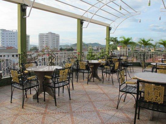 Thanh Lich Hotel: terrasse