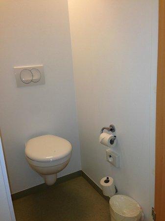 ibis budget Zurich City West: Toilet