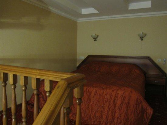 Deluxe Hotel: le lit sur la mezzanine