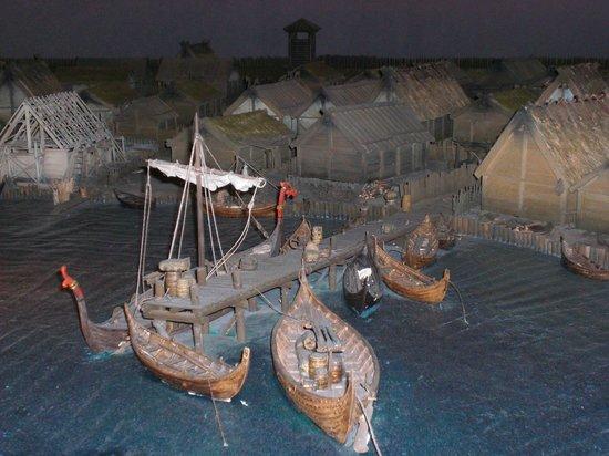 Musée de l'histoire de Suède : Plastico di una città-porto vichinga
