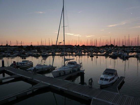 Floating Houses Marina Kroslin: Blick von der Terrasse auf den Hafen