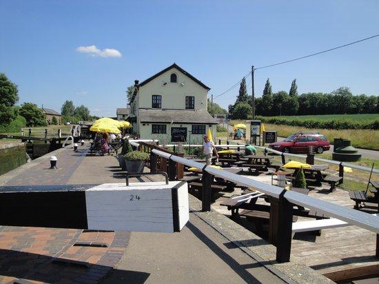 The Three Locks Pub: The Three Locks, Stock Hammond