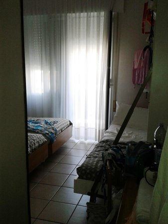 Hotel Benvenuto: camera strettissima