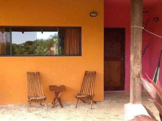 Buena Onda Beach Resort: Patio area outside the deluxe room - own hammock too