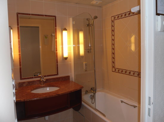 Hotel Villa Modigliani: Nice little bathroom - toilet is separate