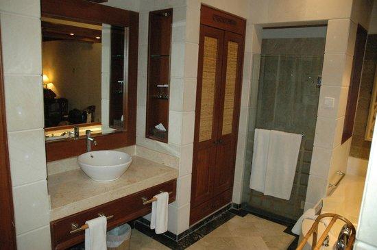 chambre 1 : salle de bain - Bild von Bali Tropic Resort and Spa ...
