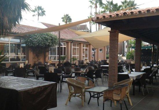 Los Amigos Beach Club: restaurant area