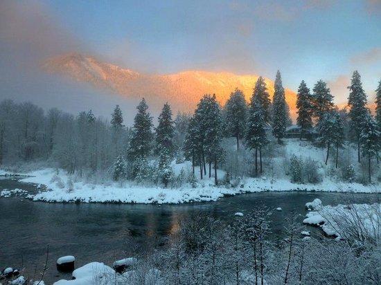 Enchanted River Inn: Sunrise from Sojourner Suite