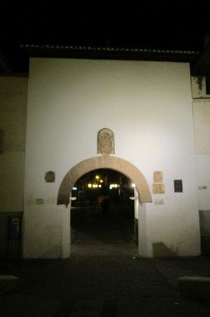 Visita Guadix: Puerta de San Torcuato floodlit