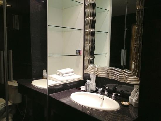 Bless Residence: バスルーム内にクローゼット?