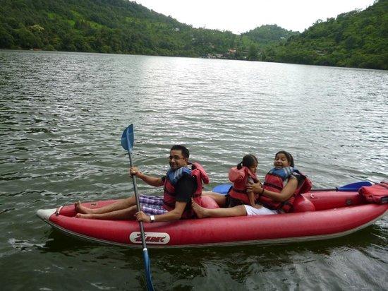 Club Mahindra Naukuchiatal: Kayaking in the lake..