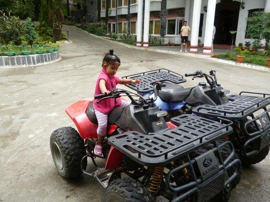 Club Mahindra Naukuchiatal: Mud bikes
