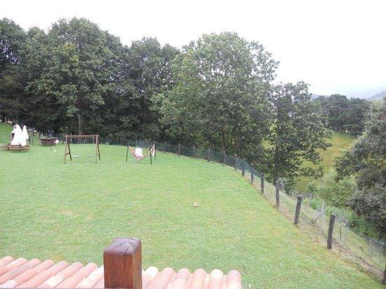 Troya Landa-Etxea: Giardino esterno