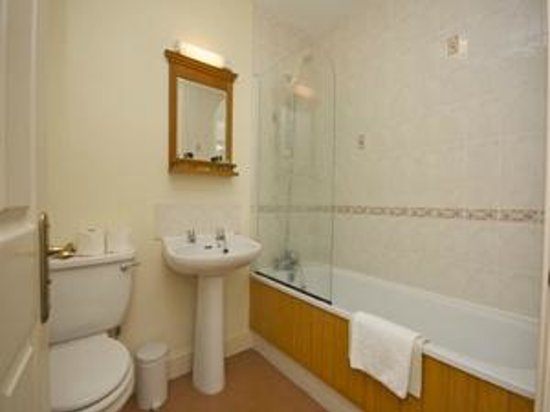 Uplands Apartments: Bathroom