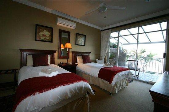 Burnham House B&B: Standard Room with Balcony and Sea view