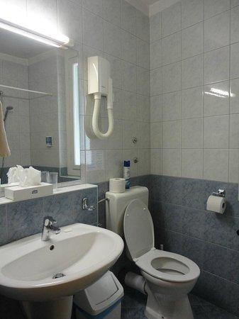 Burg Hotel: Il bagno della camera 111