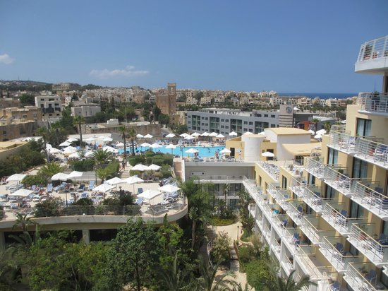 InterContinental Malta: View over the pool