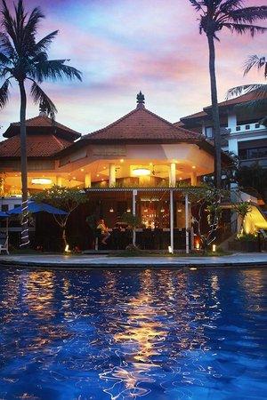 Sanur Paradise Plaza Suites: Pool Bar Area
