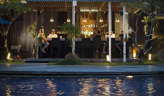 Sanur Paradise Plaza Suites: Pool Bar