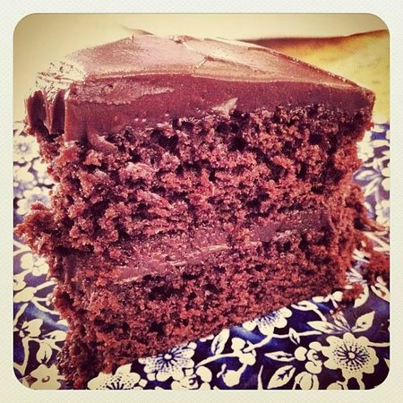 Apple Tree Tea Rooms: Amazing chocolate cake!