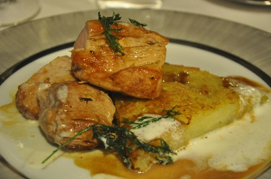Filet mignon de porc, pomme Darphin, jus & crème d'ail