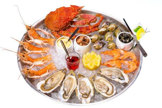 Un plateau de fruits de mer à déguster - Picture of La Villa Blanche ...