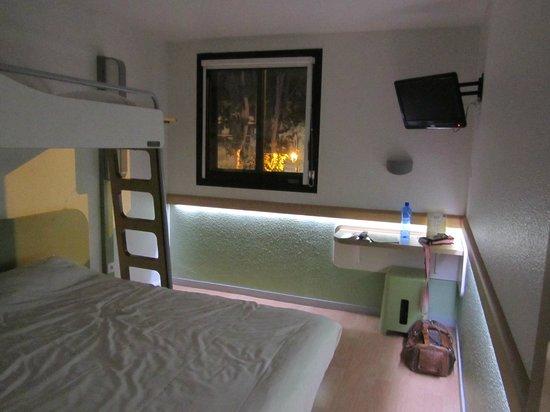 Ibis Budget Avignon Centre : Habitación con vistas a la muralla