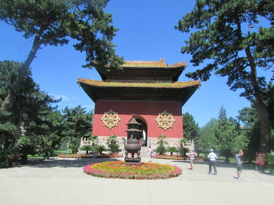 Eight Outer Temples in The Bishu Villa : The Qianlong Tablet Pavilion