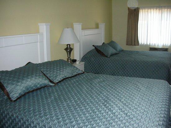 Hollywood Celebrity Hotel: La chambre, vaste et spacieuse