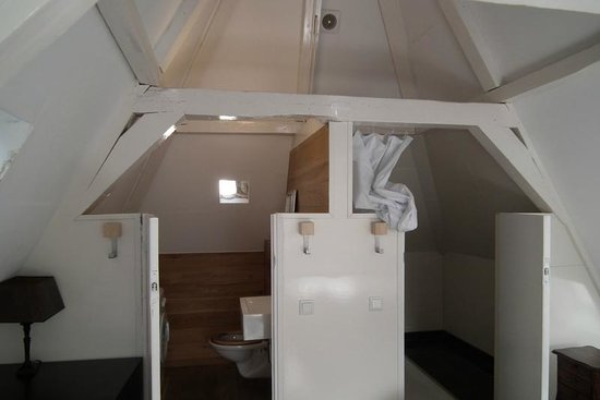 Budget Easy Rooms: Half doors for bathroom and toilet