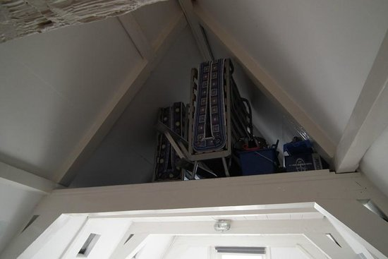 Budget Easy Rooms: Where our beds were kept - in the loft