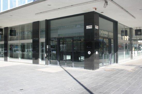 Nordic Light Hotel: entrada del hotel