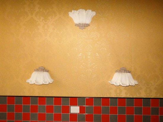 Hotel Esperia: Dettaglio piastrelle della camera
