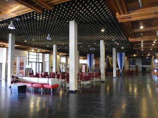 Tourcentre GTK Rizalit Hotel: フロント周辺。外国の田舎の空港の待合室みたいでしたね。