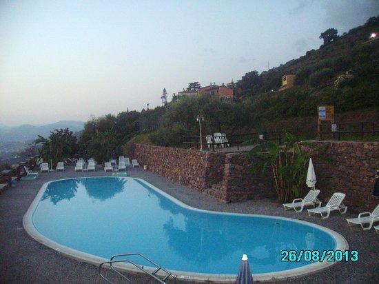 Vista della piscina grande da quella piccola foto di - Piccola piscina ...