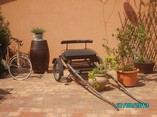 Agriturismo Santa Margherita: Il carretto all'entrata del ristorante