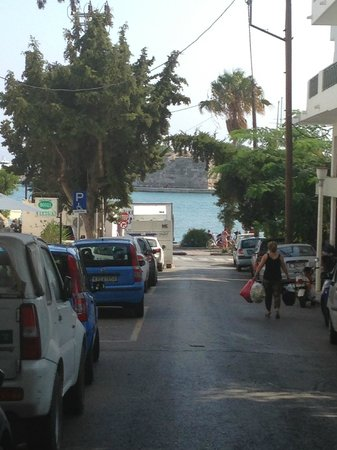 Catherine Hotel: Strada da hotel a porto