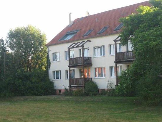 Hotel Kloster Nimbschen: The annex block. Note the lawn the balconies overlook.
