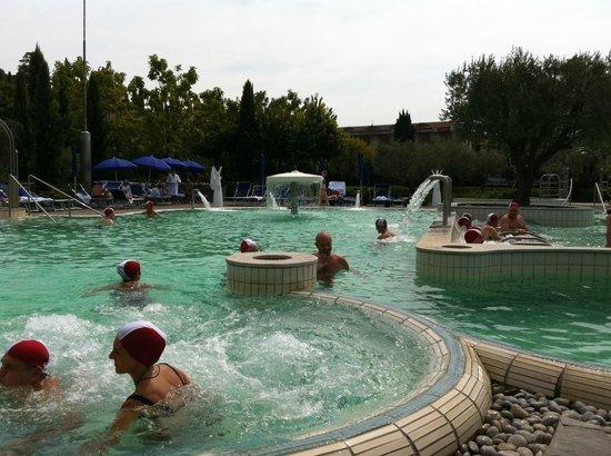 Piscine con idromassaggio picture of aquaria thermal spa for Piscine thermal