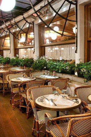 Brasseries Georges: Places chauffées en hiver, à l'ombre en été, fumoir toute l'année