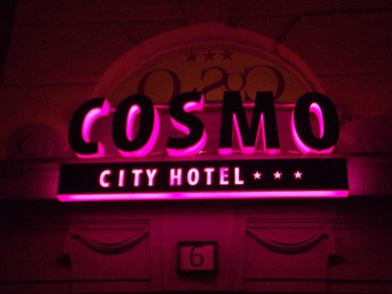 Cosmo City Hotel: L'insegna da Havas Utca