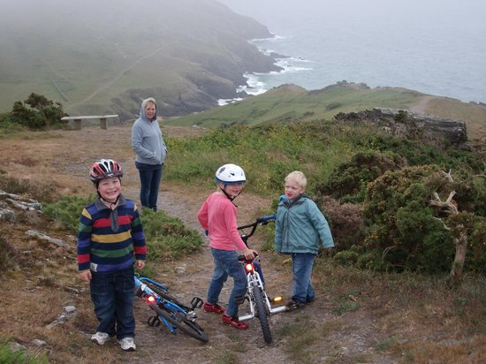 Bolberry House Farm Caravan and Camping Farm: Coastal path at Port LIght