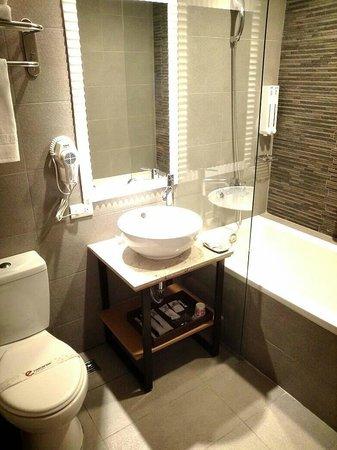 E-Coast Star Hotel: 標準房浴室