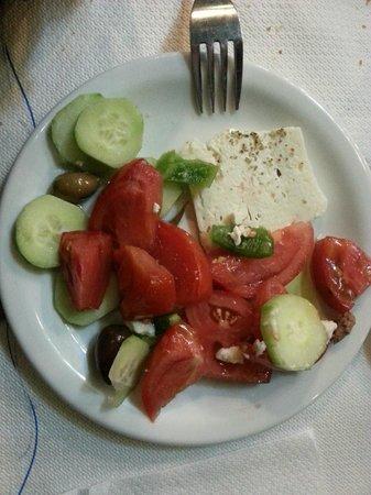 Taverna - Skaramagas : insalata greca con feta