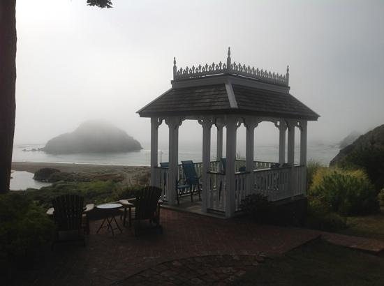 The Elk Cove Inn & Spa: The fog rolled in and then out again
